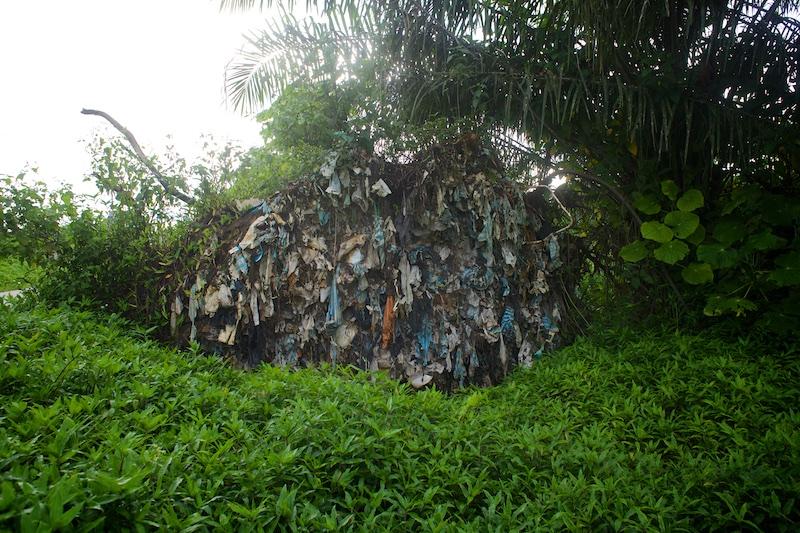 Basurero de leticia, con los recicladores